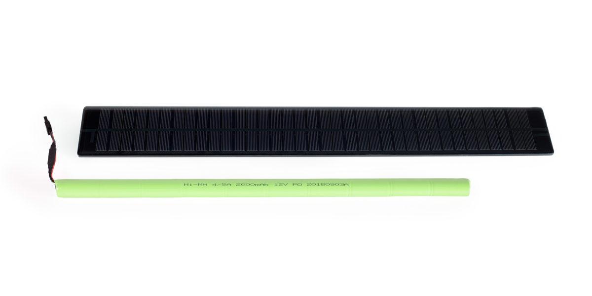 Le Kit ACE Energy pour volets roulants motorisés se compose d'un panneau solaire et d'une batterie Ni-MH